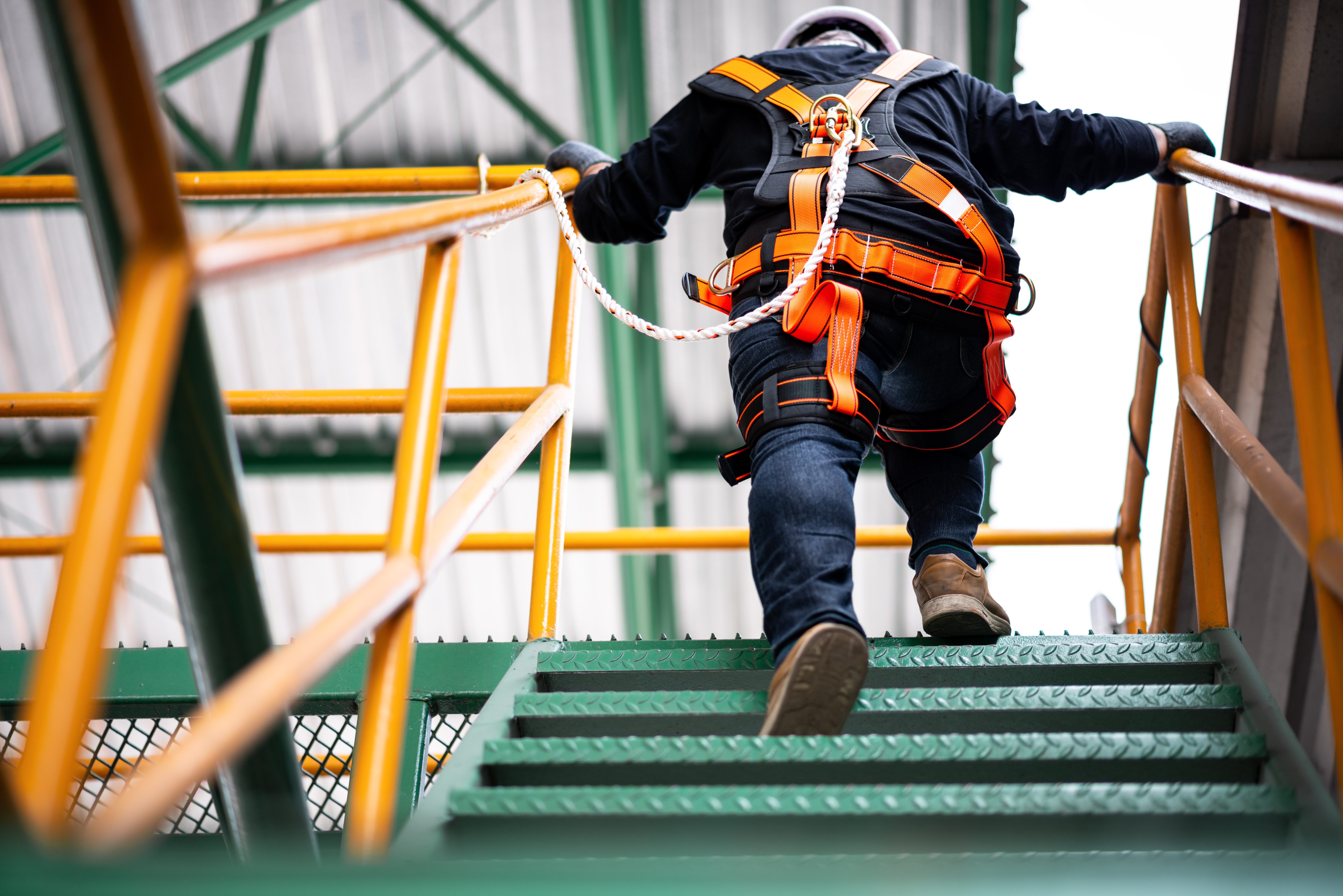 construction-worker-safety-harness