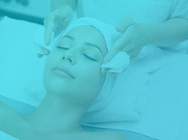 Woman Getting facial from esthetician at a medical spa (source: freepik.com)