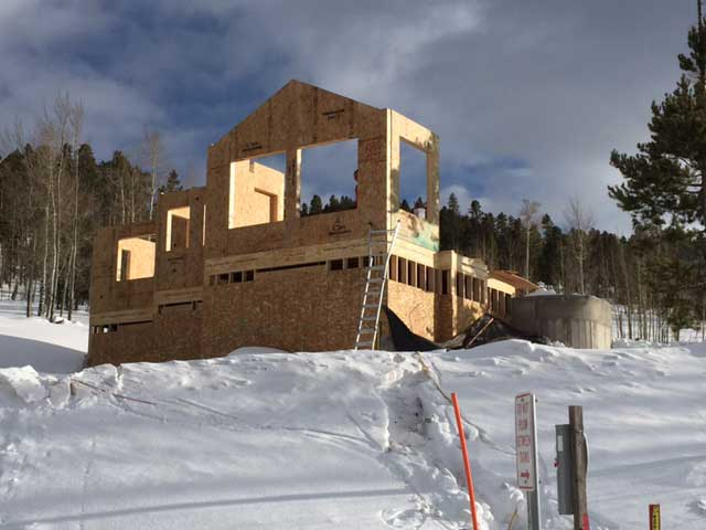 Building a house in the winter is easier with Thermocore SIPs