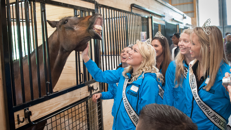 500 Festival Princesses with therapy horse Rocky