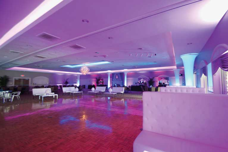 A prom reception featuring pod seating at The Ballroom at The Willows