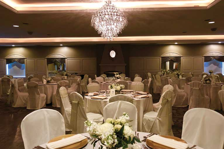 Classic wedding reception at The Ballroom at The Willows in Indianapolis