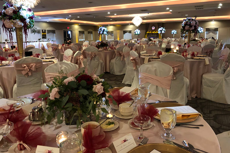 The Ballroom at The Willows hosts a romantic wedding reception in Indianapolis