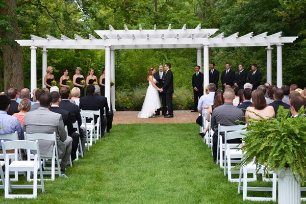 Classic wedding ceremony at the outdoor venue of The Lakefront Garden at The Willows