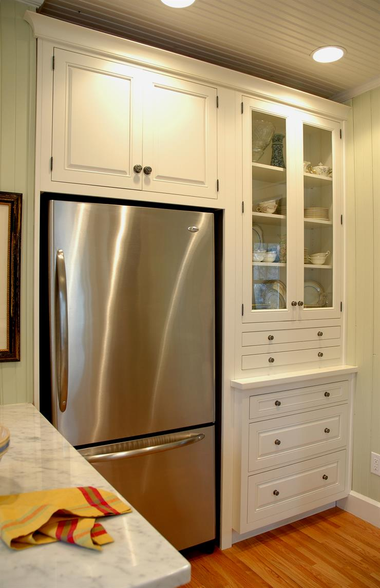Full Overlay Doors give a similar appearance to that of inset doors without the higher cost. They completely cover the cabinet face, providing the flat ...