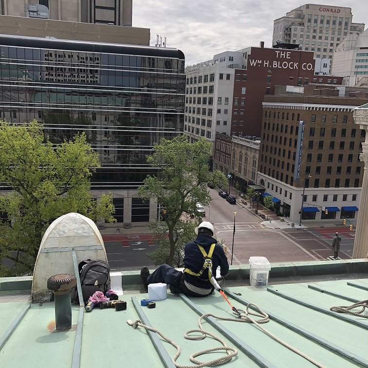 NA-Smither Roofing employee working at IN Statehouse project