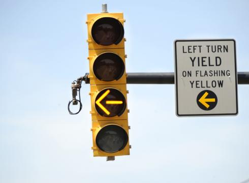 left-turn-yellow-traffic-light.jpg