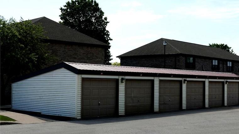 573 Garages