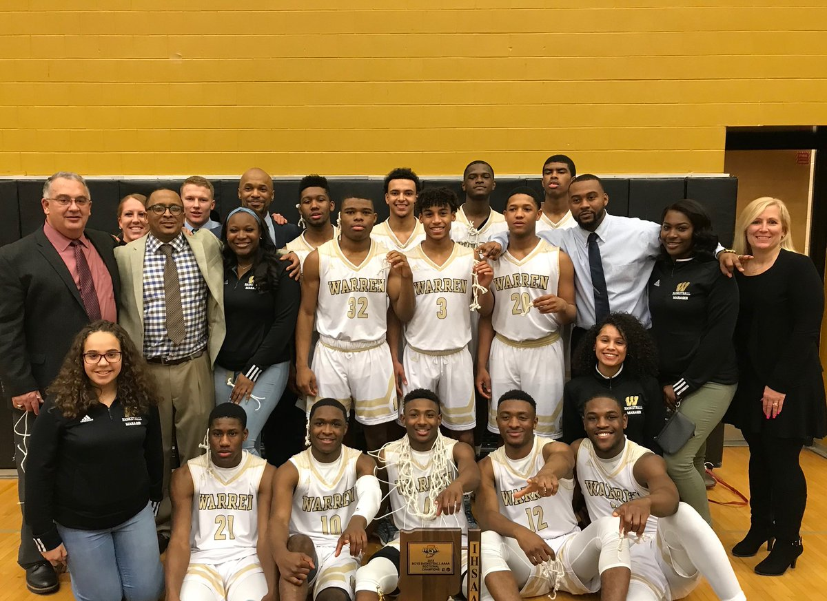 Boys Basketball Wins 1st Sectional and Regional Titles in 18 Years