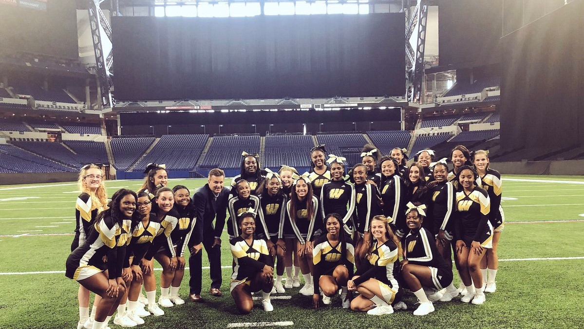 Dave Calabro Meets the 2018 Cheer Squad at Lucas!