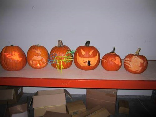 Cable Tie Express Pumpkin Carving with lights on